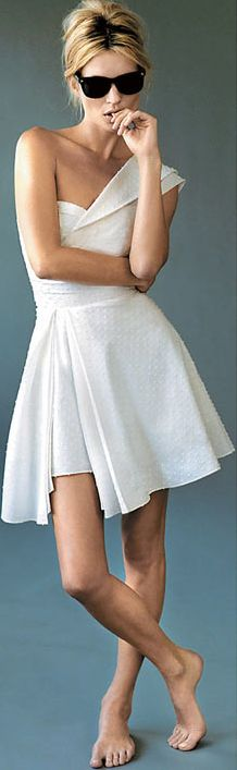 Cute Hipster Outfits : Kate Moss cute short and sweet white dress Little White Dresses, White Outfits, Kate Moss, Casual Chique, Inspiration Mode, Mode Style, White Fashion, Dandy, Dress Me Up