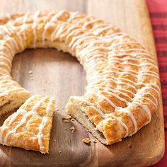 Pecan Kringle Recipe - Cook's Country. In Wisconsin (my homeland!) kringle is the king of Christmas desserts. This buttery Danish from Racine is rich and flaky and usually filled with something sweet. Strudel, Croissants, Pecan Kringle Recipe, Biscuits, Breakfast Recipes, Dessert Recipes, Dessert Ideas, Danish Food, Americas Test Kitchen
