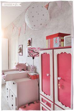 Chambre de fille. Rose et blanche