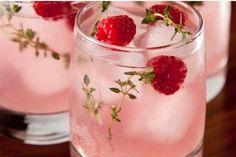 Yummy mocktails for non-boozy (but very cool) wedding drink alternatives | @offbeatbride