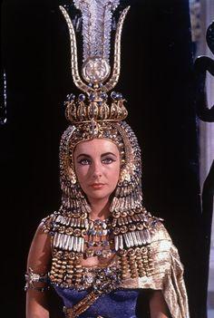 Elizabeth Taylor som Kleopatra (1). Cleopatra 1963. ©2011 20th Century Fox. All Rights Reserved. Speciel tilladelse til brug af billedet er givet til Glyptoteket ifm. salg af DVD-filmen.