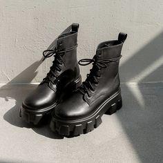 Botas Grunge, Grunge Shoes, Goth Shoes, Dr Shoes, Mens Shoes Boots, Hype Shoes, Shoe Boots, Women's Boots, Platform Boots Outfit