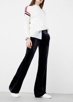 Discover the latest trends in women's trousers. Dressy, skinny, palazzo and baggy trousers, chinos and leggings. Fall Outfits, Casual Outfits, Black Velvet Pants, Baggy Trousers, Look Retro, Pantsuits For Women, Smart Outfit, Mode Style, Pants Outfit