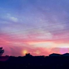 Oh céus maravilhosos 💜👏 . . . #vsco #picsart #photoshop #citylights #natureza #pordosolperfeito #pordosol #photography #pink #vsco #vibes #sky