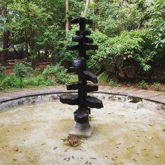 #fuente de #piedra en el #palacioreal de #thrissur en #kerala #india ... #fontain #stones #palacio #palace #realpalace #nature #equilibrio #equilibre #equilibrium #bonito #water #agua #garden #jardin #jardines #naturaleza #nature