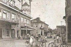 Rua do Príncipe em 1950, época em que a maioria dos joinvilenses deslocava-se de bicicletas 1950, Street View, Painting, World Cup, Santa Catarina, Street, Bicycles, Painting Art, Paintings
