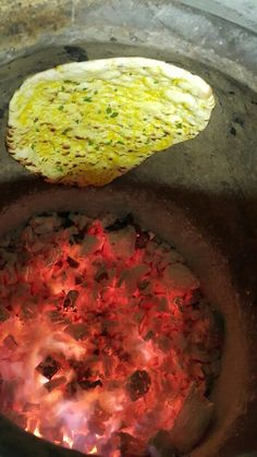 Naan bread in the Tandoori oven Burmese Food, Bread Shop, Oven Cooker, Indian Street Food, Cafe Food, Cookers, Sun Room, Naan, Stoves