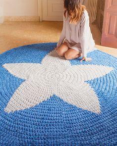 Items similar to Trapillo rug crochet samples of flowers. Crochet rug on Etsy Crochet Fish, Hippie Crochet, Crochet Stars, Crochet Home, Crochet Doilies, Knit Crochet, Rag Rug Tutorial, Crochet T Shirts, Modern Crochet
