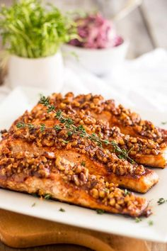 Maple Walnut Crusted Salmon |thehealthyfoodie.com