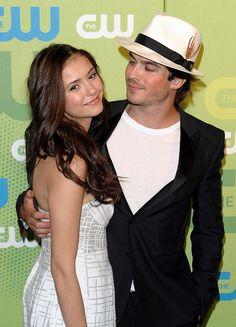 Nina Dobrev e Ian Somerhalder the way he looks at her!!!!!!