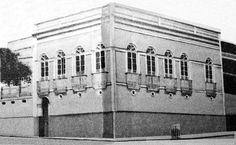O imóvel se localizava na Av. Eduardo Ribeiro, esquina com a Rua 24 de Maio. Carlos Guilherme Gordon Studart era farmacêutico e veio para Manaus em 1899, fundou uma Farmácia na Av. Foto: Acervo Amazonas em Tempo. Fonte: Manaus Sorriso.