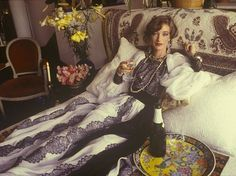 YSL muse and designer Loulou de la Falaise in her left bank apartment, 1982 Ysl, Louise Ebel, Yves Saint Laurent, Foto Fashion, Vogue, No Photoshop, French Chic, Madame, Style Icons