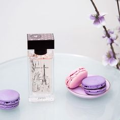 Treat yourself this Monday and transport yourself to the streets of Paris with our Paris et Moi fragrance! Double tap if you're dreaming of the City of Lights! #jafrausa #jafracosmetics #fragrance #macaroons #monday