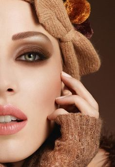 Love the peach-pink  lip and brown eye contrast
