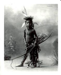Hiawatha, Pulls the Bow, Omaha (Heyn & Matzeu, Chicago). Ca 1900