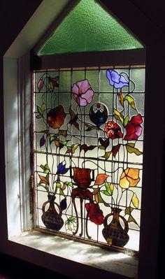 Nuestras pinturas para vitral a l frío, Vitralex, te permiten hacer obras como esta. http://arteyhobby.com/productos/pinturas/pintura-para-vidrio/vitral-al-frio/