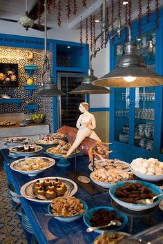 Shades of blue and yellow at Ristorante Il Riccio (Capri Palace, Anacapri) Cool Restaurant, Restaurant Design, Positano, World's Best Food, Greek Restaurants, Diy Kit, Quirky Home Decor, Pantry Design, Cafe Interior
