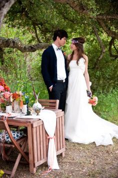 Image from http://cache.elizabethannedesigns.com/blog/wp-content/uploads/2010/07/Bohemian-Gypsy-Wedding-Ideas-250x375.jpg.