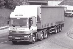 B/W PHOTO BEDFORDS TRANSPORT IVECO ARTIC CURTAINSIDE TRAILER - N40 BED #Notapplicable