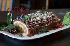 A traditional French Christmas cake. Good looking, the Yule Log (also called Christmas log) is able to delight both the view and the palate of your guests. Italian Christmas Desserts, French Christmas, Christmas Cake Designs, Cupcakes, Sweet Cakes, Yummy Cakes, Cookie Decorating, Italian Recipes, Nutella