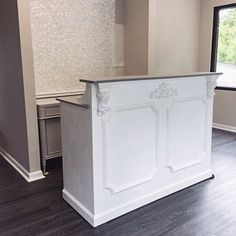 design interior reception areas spas beauty salons Reception desk - Shabby chic - made to order -Augusta Spa Reception Area, Salon Reception Desk, Reception Desk Design, Office Reception, Shabby Chic Vintage, Shabby Chic Desk, Shabby Chic Salon, Salon Interior Design, Interior Design Photos