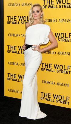 Pin for Later: Toutes les Fois Où Margot Robbie a Totalement Illuminé le Tapis Rouge Portant une robe signée Armani Privé et des bijoux Jacob & Co. à l'avant première new-yorkaise de The Wolf of Wall Street.