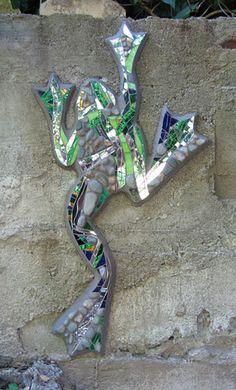 Kim Larson Art - Mosaics, etc: garden art Mosaic Rocks, Pebble Mosaic, Mosaic Wall Art, Mosaic Glass, Mosaic Tiles, Stained Glass, Mosaic Crafts, Mosaic Projects, Art Projects