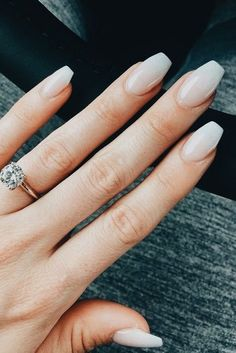 Pinterest - @coppermakeup Minimal nails