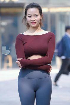 Yoga Pants Girls, Girls In Leggings, Leggings Are Not Pants, Sexy Asian Girls, Fashion Pants, Girl Fashion, Sporty Outfits, Beautiful Asian Women, Womens Fashion