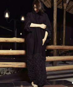 Niqab Fashion, Modest Fashion, Abaya Pattern, Modern Abaya, Arabic Dress, Abaya Designs, Traditional Fashion, Beauty Inside, Abayas