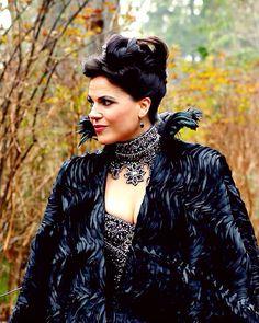 The Evil Queen looking her best. Episode 3-13 witch hunt