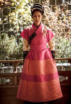 한복 화보가 잘 어울린 공승연 : 네이트판 Korean Traditional Dress, Traditional Fashion, Traditional Dresses, New Fashion, Korean Fashion, Gong Seung Yeon, Bh Entertainment, Culture Clothing, Beautiful Costumes