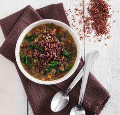 Minestrone di lenticchie e spinaci con riso rosso - Cucina Naturale