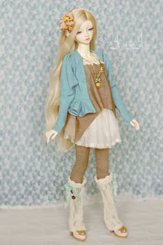 Our Felicity is a growing up teenager girl, so she is at the age of a rebel - and so that we've sewn her this set of clothing Felicity is Elfdoll Lydia on Granado Nuevo body Face-up by Das Hi...