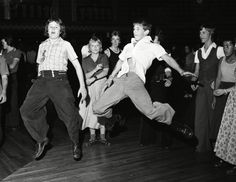 Northern Soul is a music and dance movement that emerged in the late in… Shall We Dance, Lets Dance, The Blues Brothers, Dance Movement, Body Movement, Northern England, Teddy Boys, Northern Soul, Hip Hop Dance
