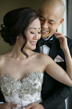 Bride and groom portrait inspiration // Darren and Ying's Rooftop Wedding at National Gallery With Panoramic Views