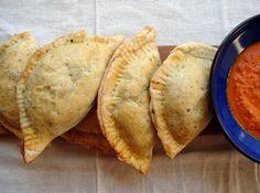 Le empanadas sono un piatto tipico argentino che le donne di casa cucinavano per i loro uomini al ritorno dalle pampas.