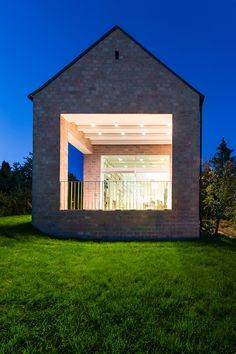 Gallery of The Long Brick House / Foldes Architects - 10
