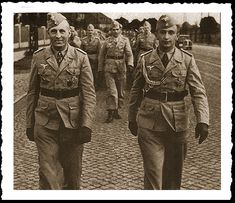 Leading his I Battalion, Ramcke Brigade is Hauptmann von der Heydte with his Adlutant Oberleutnant Rolf Mager. Luftwaffe, Paratrooper, Afrika Korps, The Third Reich, North Africa, Military History, Armed Forces, World War Two, Soldiers