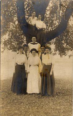 Women Family Members / Group Snapshot - CDV or Cabinet Photo - Circa 1910