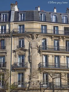 La plus grande cariatide de Paris, Rue Turbigo