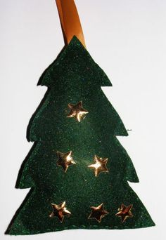 Felt Christmas Tree Softie - Pinned by @PediaStaff – Please visit http://ht.ly/63sNt for all (hundreds of) our pediatric therapy pins