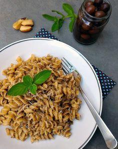 Pesto negro (Pesto nero, com azeitonas, manjericão, castanhas e alho)