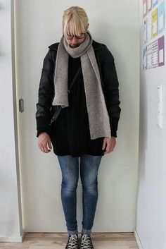 Black oversized pullover and skinny jeans / Kotisaari september 2013