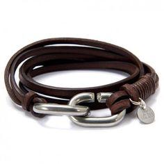 """Ein Design aus cooler Eleganz und Lässigkeit! Das stylishe Wickelarmband """"CC Roh N°2"""" aus derben Leder in Dunkelbraun von dem Label LeChatVIVI BERLIN."""