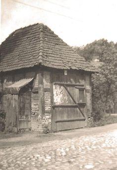 Die Freiwillige Feuerwehr Forst – Ortswehr Sacro, Altes Gerätehaus – es stand in der Dorfstraße vor dem heutigen Grundstück Mehlow und wurde 1934 abgerissen