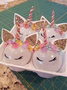 DIY Unicorn Birthday Party Ideas for Kids - Party Wowzy - Einhorn - Ideen - Birthday Ornament Crafts, Diy Christmas Ornaments, Christmas Projects, Kids Christmas, Holiday Crafts, Glitter Ornaments, Creative Christmas Trees, Party Crafts, Ball Ornaments