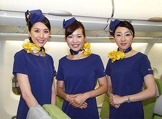 スカイマークは7日、今年5月に導入予定のエアバスA330型機を同社格納庫で報道陣に公開した。従来の席と比べ大型化したグ… Skymark Airlines, Airline Flights, Cabin Crew, Flight Attendant, Silk Scarves, Japanese Girl, Hosiery, Mini Skirts, Female