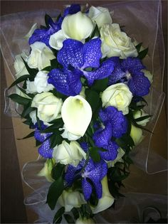Teardrop bouquet  - Orchids and calla lillys