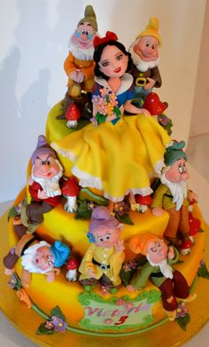 www.cakecoachonline.com - sharing....Snow White Cake - For all your cake decorating supplies, please visit craftcompany.co.uk